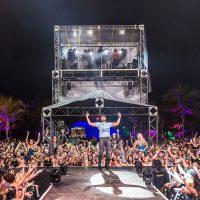 Sam Hunt performing at Crash My Playa